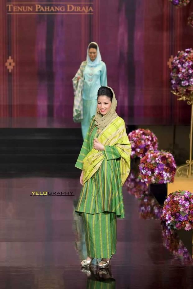 Tenun-Pahang-Diraja-dari-Malaysia-5