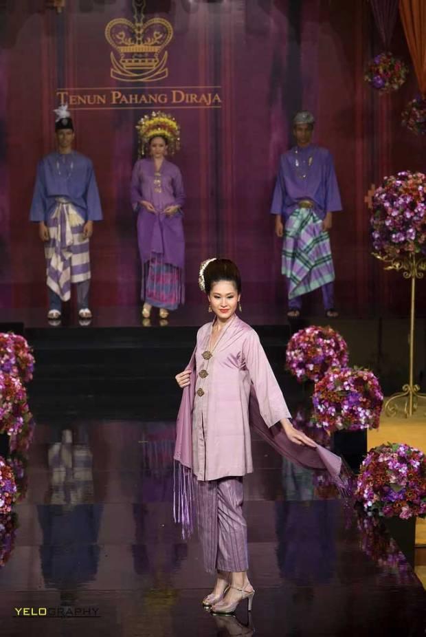 Tenun-Pahang-Diraja-dari-Malaysia-6